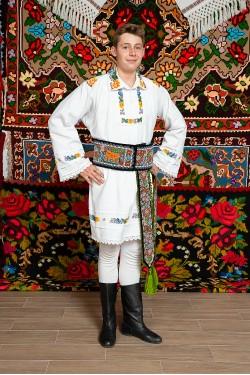 Costum popular barbat cu margele Ionuc