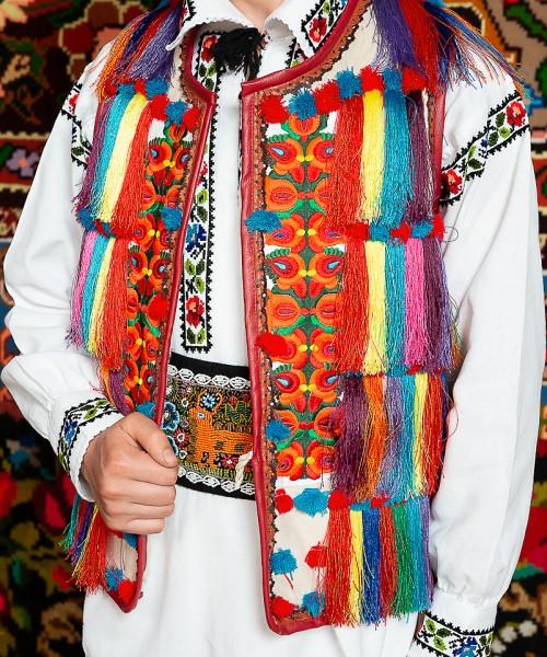 Costum popular barbat Somes cu pieptar cu ciucuri