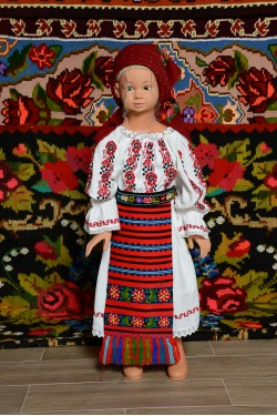 Costum popular fata Ginuca