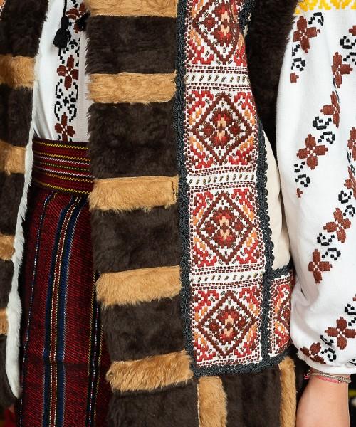 Costum popular femeie  cu cojoc – Letitia