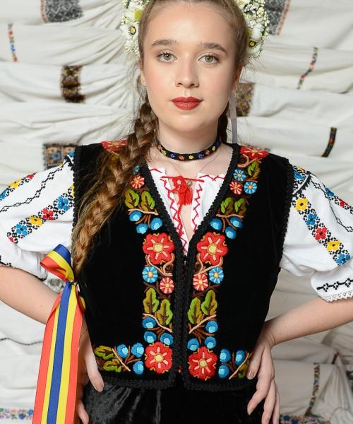 Costum Dana