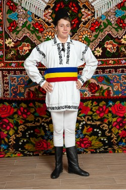Costum popular barbat campie cu tricolor