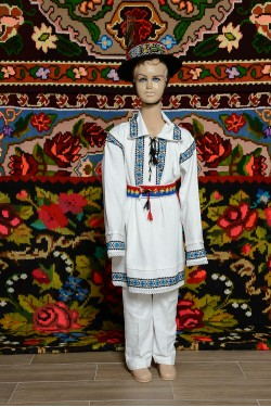 Costum popular romanesc de baiat